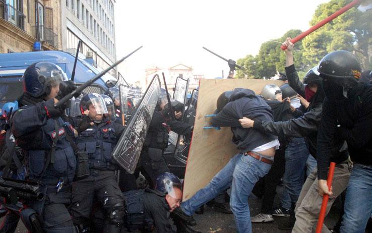 palermo_scontri_polizia_studenti