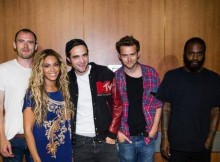 "Zach Hill, Beyoncè, Robert Pattinson, Adam ""Flatlander"" Morin, Stefan ""MC Ride"" Burnett. Post concerto di Beyoncè"