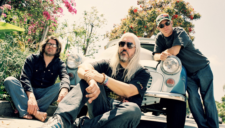 Dinosaur Jr – Give a Glimpse of What Yer Not